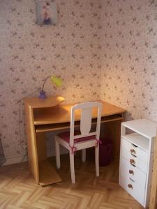 bureau-lampe-chaise