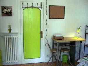 porte-bureau-et-radiateur-vue-porte-fenêtre