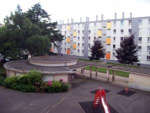 vue-de-la-residence-par-la-porte-fenetre-ouverte
